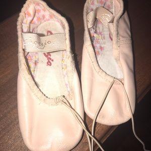 Capezio Ballet Shoes Girls Size 8.5